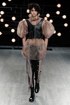 Gender Bender: Exploring the Cultural Shift Towards Gender Fluidity - Global Fashion News Foto Fashion, Queer Fashion, Androgynous Fashion, Fashion Art, Runway Fashion, Fashion News, High Fashion, Fashion Show, Fashion Outfits