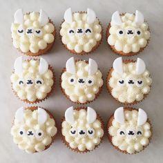 [Homemade] No prob llama cupcakes (strawberry with buttercream and fondant) : food Cupcakes Baby Shower Niño, Kid Cupcakes, Pretty Cakes, Cute Cakes, Fondant Cakes, Cupcake Cakes, Kids Baking Championship, Llama Birthday, Girl Birthday