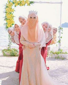 Syari Wedding Hijabi Wedding, Muslimah Wedding Dress, Muslim Wedding Dresses, Wedding Poses, Hijab Gown, Hijab Style Dress, Malay Wedding Dress, Custom Wedding Dress, Beautiful Hijab