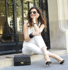 Chic en salopette ✨ #chanel #bag #ootd #streetstyle #jumpsuit #shourouk @shouroukjewelry #necklace #Blackandwhite #Paris #styleblogger #fashion #streetsyle #outfit #jewelry #chic #fashionista #heels #valentino #rockstud #denim #salopette #trend #trendy