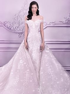 10 Unique winter wedding dresses inspired by Frozen Michael Cinco Elsa is all about a great train that looks spectacular as she glides up and down a staircase and this voluminous Michael Cinco gown certainly delivers. But it also features a form-fitting dress and snowflake pattern that fit her style.