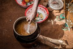 Niger: Instructions for Maca:  * Bring two litres of water to a boil in a large pot. * Once boiling, add  oil & chili powder. * Add a pinch of salt & pepper. Reduce heat & stir. * Break spaghetti in half. * Add the spaghetti to the water. Follow the package directions for cooking times. To keep the pasta from sticking, stir during the first minute or two of cooking. * Take the pasta out of the water, strain & serve instantly.  © World Food Programme / Chris Terry #recipe