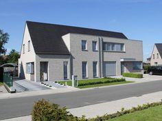 Hoe fel kan je afwijken van een basisplan bij een sleutel-op-de-deurfirma? Foto: www.covemaeker.be (nieuwbouw • modern • grijze baksteen • zadeldak)