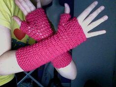Super easy fingerless gloves.  Must show this to this to the crochetting kidletts at school!