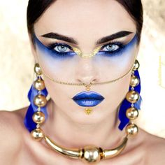Cleopatra egyptian modern make up gold and blue. Blue and gold metallic lips and eyeshadow. Fantasy make up goddess for fashion editorial Metal Matte Palette, Eye Palette, Makeup Palette, White Makeup, Gold Makeup, Makeup Art, Metallic Makeup, Make Up Looks, Contour Makeup
