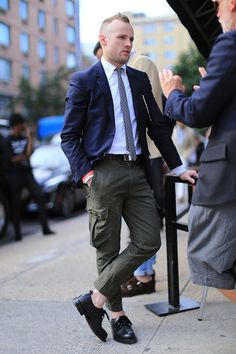Street Style Shots: New York Fashion Week Men's Day 1 Spring Fashion, Winter Fashion, Men's Day, Cargo Pants, Formal, Bomber Jacket, Menswear, Mens Fashion, Suits