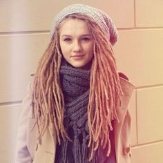 Everyone needs to appreciate this girl's beauty. #sunshine #dreads #lionz #Padgram