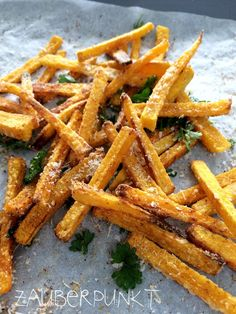 Kürbis Pommes frites im Ofen gebacken Pumpkin french fries baked in the oven Pumpkin Recipes, Veggie Recipes, Low Carb Recipes, Vegetarian Recipes, Cooking Recipes, Healthy Recipes, I Love Food, Good Food, Yummy Food