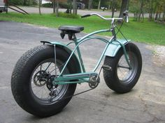Custom Fat Schwinn Bike with Car Tires Cruiser Bicycle, Motorized Bicycle, Bicycle Tires, Fat Bike, Cool Bicycles, Cool Bikes, Bike Cart, Tricycle Bike, E Motor