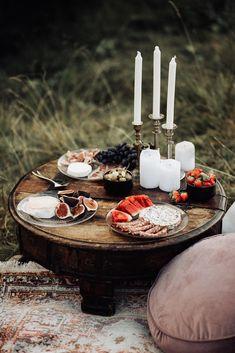 #picnicfood #picnictable #picnicfood #picnic #inspiration #wanderingweddings #weddingideas #elopement