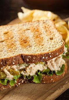 Your New Lunch Staple: The Curried Tuna and Apple Salad Sandwich Comidas Light, Good Food, Yummy Food, Meal Replacement Shakes, Weight Loss Meal Plan, Light Recipes, Food Porn, Healthy Eating, Healthy Life