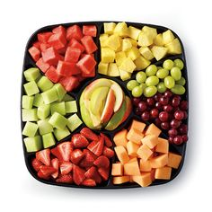Easy grab-and-go Fresh+Fruit platter for a refreshing treat. #Publix #GrillingTheDream #Contest