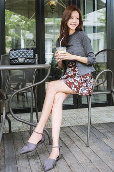 milkcocoa(MT) daily 2018 feminine& classy look Beautiful Legs, Beautiful Asian Girls, Fashion Models, Girl Fashion, Womens Fashion, Kim Seuk Hye, Girls In Mini Skirts, How To Look Classy, Kawaii Fashion