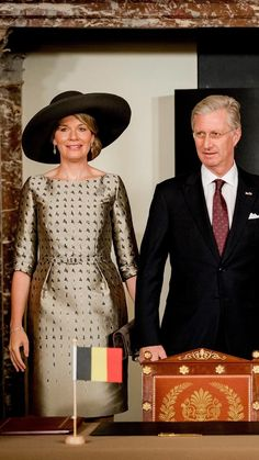Occasion Wear Dresses, Dutch Queen, Kate Middleton Outfits, Style Royal, Royal Fashion, Brown Beige, Casa Real, Hand Holding, Female
