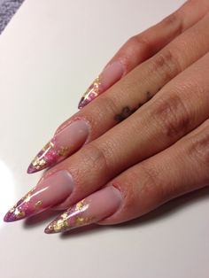 Encapsulated gold leaf with pink and purple. French Manicure Nails, Gold Nails, Nude Nails, Gel Nail Polish Colors, Gel Nail Art, Acrylic Nails, Encapsulated Nails, Gel Nail Extensions, Nail Jewelry