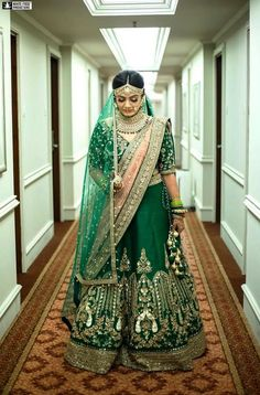 Looking something new to try for the wedding day that you can remember and cherish forever, so why not make a bold statement with a Punjabi green wedding lehenga! Latest Bridal Lehenga, Indian Bridal Sarees, Indian Bridal Wear, Indian Hairstyles, Open Hairstyles, Office Hairstyles, Anime Hairstyles, Stylish Hairstyles, Hairstyles Videos