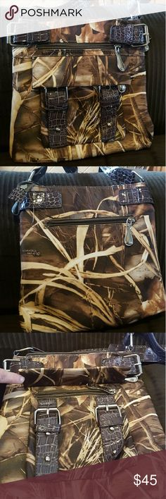 Bass pro camo purse/cross body Crossbows never carried. 2 outside pockets ..1 in back..the other under flap in front as pictured. Inside has 1 zipper pocket and 2 pockets not zippered. Inside and out spotless. bass pro Bags Crossbody Bags
