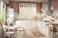 Weiße Küche im Landhausstil von IKEA. So einfach planst du deine Traumküche in Weiß zum günstigen Preis