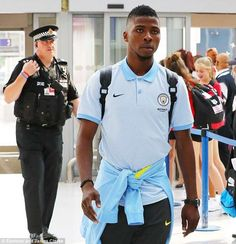 Kelechi IheanachoManchester City forward is highest paid Nigerian in Premier League   List of highest earning Nigerian players in the Premier League.    Following his new contract extension for Manchester City forward Kelechi Iheanacho has become the highest paid Nigerian in the Premier League.  Iheanacho recently signed a new two-year contract extension which will keep him at City until 2011. According to African Football his new contract guarantees him a weekly wage of 85000 which is the…