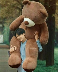 We all love this cute, shy jongin. He also is a dad to the EXO-LS 😳💜 but love him, we are so proud of you