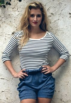 Grace Gummer, who played Millie in the Coven episode The Axeman Cometh, will appear in Freak Show as Penny the Candy Striper. Classic Outfits, Cool Outfits, Summer Outfits, Meryl Streep Daughter, Celebrity Bra Sizes, Stripped Shirt, Blazer Outfits, Weekend Outfit, Celebs