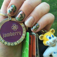 Love my new Jamicure! Can't stop staring at the sparkly gel 😍 #sweetseptemberjn #bachelorettejn #lattejn #jamberry #nailart