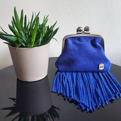 Berthe à franges Electric #mamanetrose #cuir #leather #bag #handbag #bourse #fringes #frange #blue #bleu #electrique #electric #skull #plante #plant www.mamanetrose.com