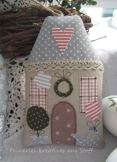 Easter + Spring + House + Cottage + cash gift + of + Fe . Diy And Crafts, Christmas Crafts, Christmas Decorations, Christmas Ornaments, Easter Crafts, House Quilts, Fabric Houses, Christmas Sewing, Christmas Diy
