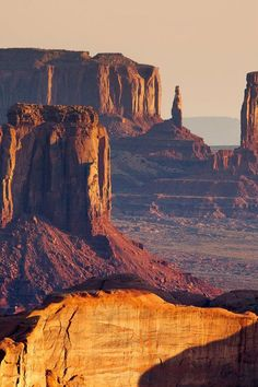 Sunrise from the Hunt's Mesa, Monument Valley in Arizona's Grand Canyon (via / by Francesco Riccardo Iacomino) Arches Nationalpark, Yellowstone Nationalpark, Monument Valley, The Places Youll Go, Places To See, Wonderful Places, Beautiful Places, Ville New York, Parc National