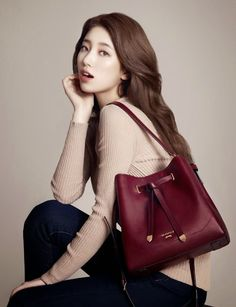 Advertisement images of Miss A's Suzy for Bean Pole 2014 F/W handbag collection, and also behind the scene pictures from the photoshoot. Yoon Eun Hye, Park Shin Hye, Korean Girl, Asian Girl, Asian Ladies, Asian Woman, Miss A Suzy, Bae Suzy, Fall Accessories