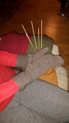 Har strikket vanter for første gang