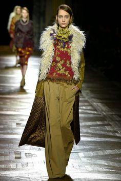 Tüylü Kürklü Sert Kış... | Stiledi 2015 Trends, Polished Look, Muslim Fashion, Autumn Winter Fashion, Ideias Fashion, Ready To Wear, Women Wear, Style Inspiration, My Style