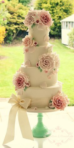 Roses and petals wedding cake | Flickr - Photo Sharing!