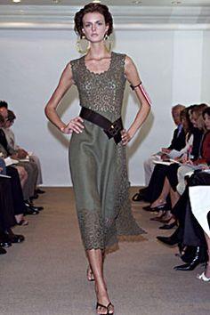 Oscar de la Renta Spring 2002 Ready-to-Wear Fashion Show: Complete Collection - Style.com