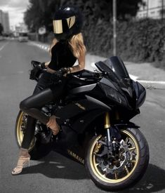 My princess dream - Motorad - - motorrad - Motos Moto Bike, Motorcycle Bike, Motorcycle Girls, Fz Bike, Motorcycle Quotes, Lady Biker, Biker Girl, Yzf R125, Motorbike Girl