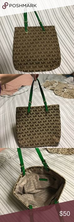 Micheal kors purse Great condition hardly used Michael Kors Bags Shoulder Bags