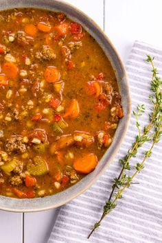 In the winter is there anything better than a steaming hot bowl of hearty soup? This hearty Classic Hamburger Soup will make the winter months bearable. Crockpot Recipes, Soup Recipes, Vegetarian Recipes, Cooking Recipes, Recipies, Delicious Recipes, Cooking Tips, Slow Cooker Hamburger Soup, Supper Recipes