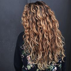Time to love your natural hair. Curls are all we do! All the know-how and products you need to cleanse, condition, & style your curls with definition and shine. Natural Wavy Hair, Long Wavy Hair, Natural Hair Styles, Messy Curly Hair, Dyed Curly Hair, Curly Hair Styles, Ombré Hair, Hair Day, Love Hair
