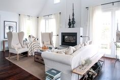 living room, like the bench behind couch idea, vs a console. My Living Room, Home And Living, Living Spaces, Living Area, Living Room Inspiration, Interior Inspiration, Behind Couch, Family Room Design, Family Rooms