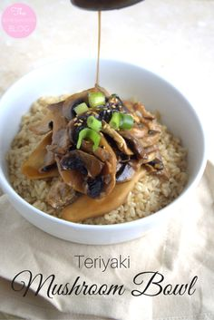 Teriyaki Mushroom Bowl- this delicious, warming bowl features nutritious brown rice and a variety of mushrooms, coated in a sweet and savoury teriyaki sauce. Vegan-friendly. | The Refreshanista