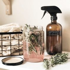 DIY infused lavender vinegar-great for cleaning and saves plastic waste Muy Simple, Super Simple, Cleaning Recipes, Cleaning Hacks, Cleaning Supplies, House Smells, Green Cleaning, Cleaning Spray, Spring Cleaning