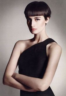 Erin O'Connor - short hair