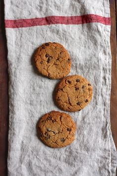 Almond Butter Chocolate Chip Cookies from Gina Harney's HIIT It! (plus a giveaway) | The Full Helping