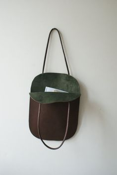A stunning flat tote with an open top, beautiful and simple. Handmade from soft brown calf and lined with dark green suede.Handmade Leather Tote - simple bag idea in fabric. Reminds me of a childhood bag.Handmade Leather Tote - because a girl can nev My Bags, Purses And Bags, Cheap Purses, Coin Purses, Purses Boho, Leather Projects, Green Suede, Leather Craft, Handmade Leather