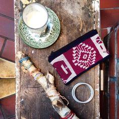 having a coffee. amodini fairtrade accessoires.