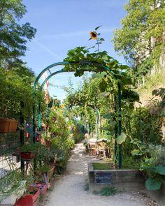 Jardins du Ruisseau, one of the most beautiful garden in Paris