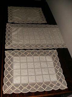 Demorei mas finalmente consegui acabar este conjunto de 3 naprons de quarto para vos mostrar ,otempo tem sido pouco, o napron que demo. Crochet Borders, Crochet Stitches Patterns, Doily Patterns, Crochet Squares, Filet Crochet, Crochet Doilies, Diy Crafts Knitting, Diy Crafts Crochet, Crochet Home