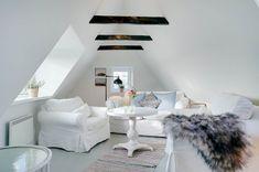 Miete Ferienhaus 11-4485 in Norgesvej 28, Lökken Danish Interior Design, Dining Table, Furniture, Home Decor, Cottage House, Decorating, Decoration Home, Room Decor, Dinner Table