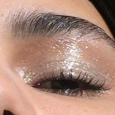 Glossy Βλέφαρα - Make Up - Glossy makeup Pretty Makeup, Love Makeup, Makeup Inspo, Makeup Inspiration, Glossy Eyes, Glossy Makeup, Pretty Hurts, 90s Makeup, Skin Makeup