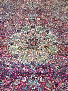 50 Most Dramatic, Gorgeous, Colorful Area Rugs for Modern Living Rooms Rosa antiker persischer Kerman Teppich
